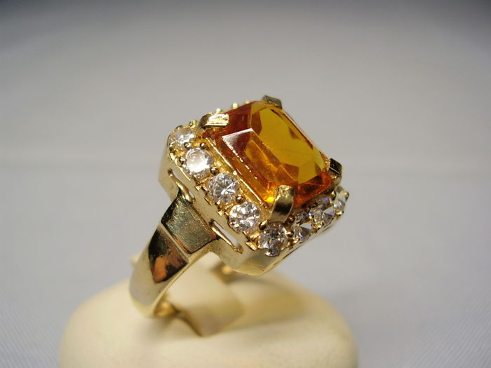 14 karat gold ring with faceted natural golden yellow citrine in emerald cut of 5 ct with white topaz entourage