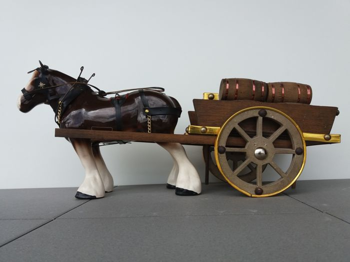 Shire horse with leather and brass / metal harnesses and handmade wood wagon filled with wine barrels or kegs - Big dimensions