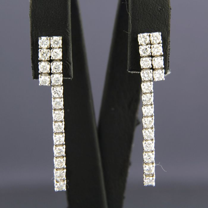 - no reserve price - 18 kt white gold dangle earrings set with 34 brilliant cut diamonds of approx. 1.00 ct in total