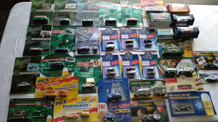 Div. brands - scale 1/87-1/48 - lot of 42 models: Model cars, racing cars, DDR vintage cars, advertising models, only special editions and rarities in original packaging