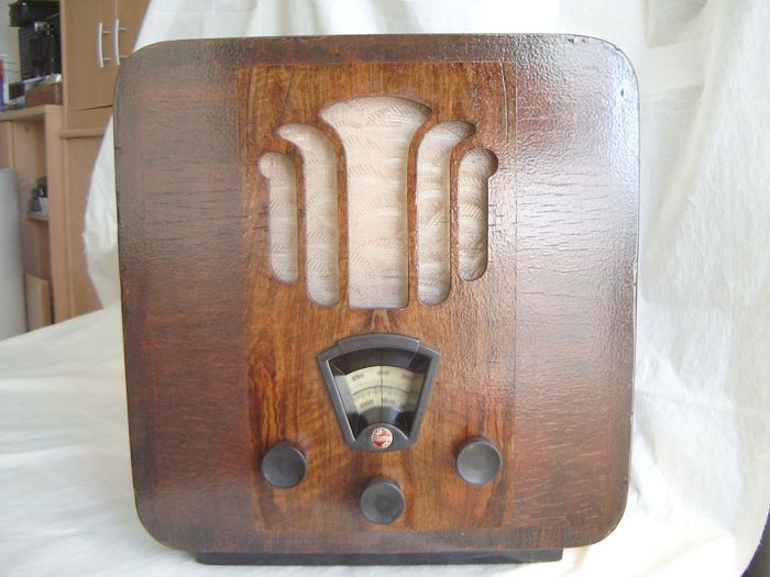 "Authentic PHILIPS tube radio in nice wooden casing, type Super Inductance 836A from 1934, or ""Labourer cabinet""."