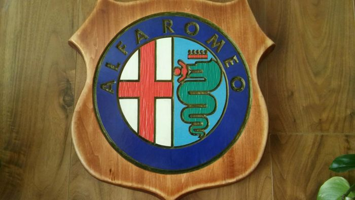44/38 / 2,7cm - solid wood, seasoned - ALFA ROMEO logo - hand carvings and painted - simple - perfect condition - ca. 1985-1992.