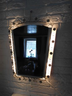 Gorgeous vintage toilet mirror, with lighting on both sides, France, 1960 in very nice condition