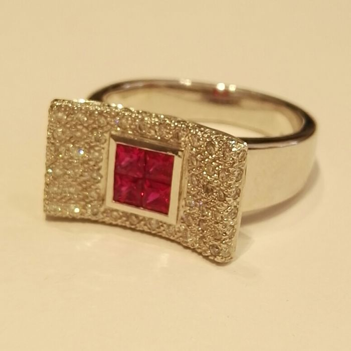 Ring made by hand and unique example in 18 kt white gold with brilliant cut rubies (0.40 ct) and brilliant cut diamonds (0.42 ct) ct and colour H clarity VS - size 54