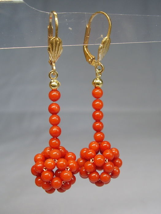 Earrings with a mesh sphere made of salmon-red, Mediterranean, natural coral of 25 ct in total