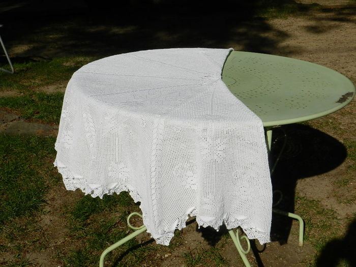Round totally handmade crochet large white cotton tablecloth - 175 ...