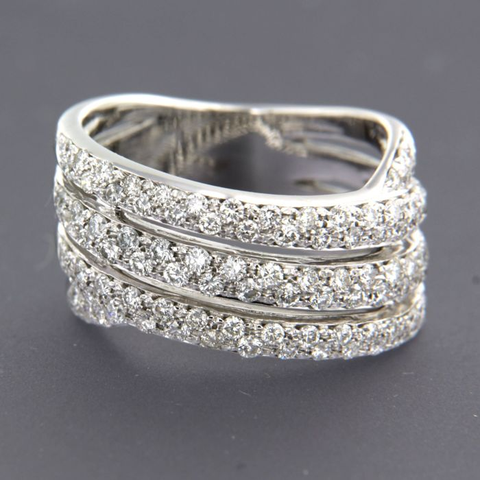 14 kt white gold ring set with 97 brilliant cut diamonds, approx. 1.50 ct in total