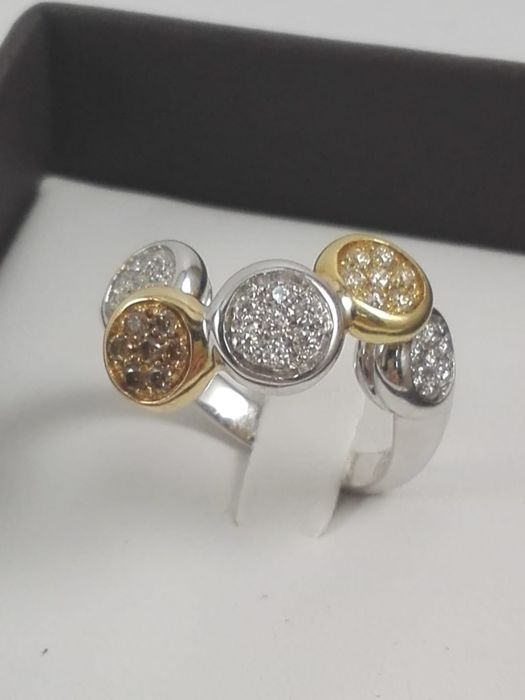 Women's 18 kt yellow and white gold ring with natural diamonds totalling 0.70 ct - Size 14