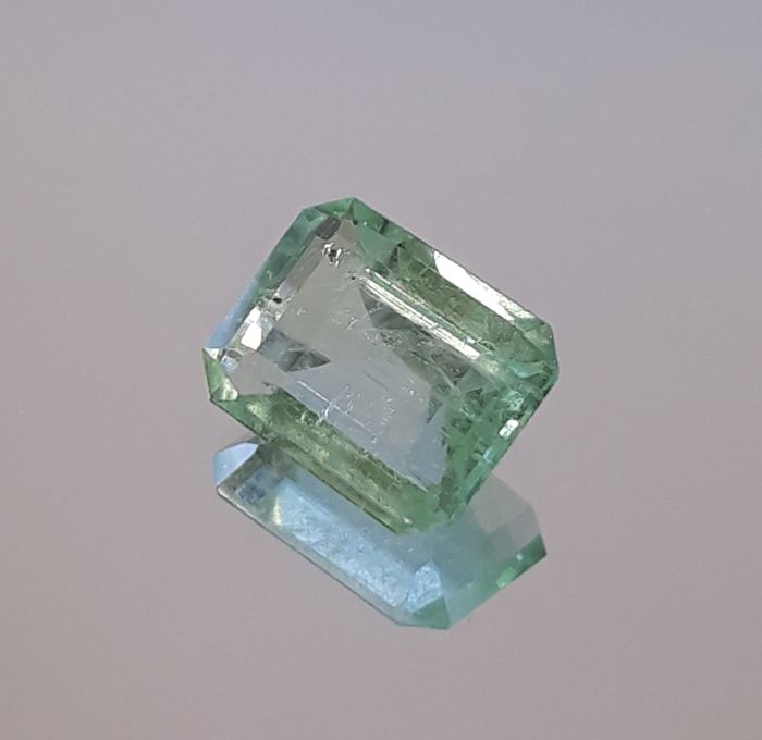 Emerald - 1.27 Carat - Green - No Reserve