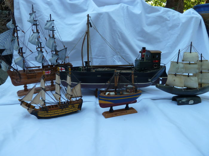 5 Various model vintage boats 20th century