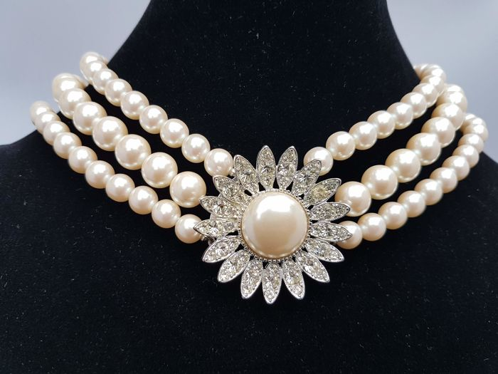 Richelleu  royal collection vintage three strand stimulated pearl choker New York 1950-1955