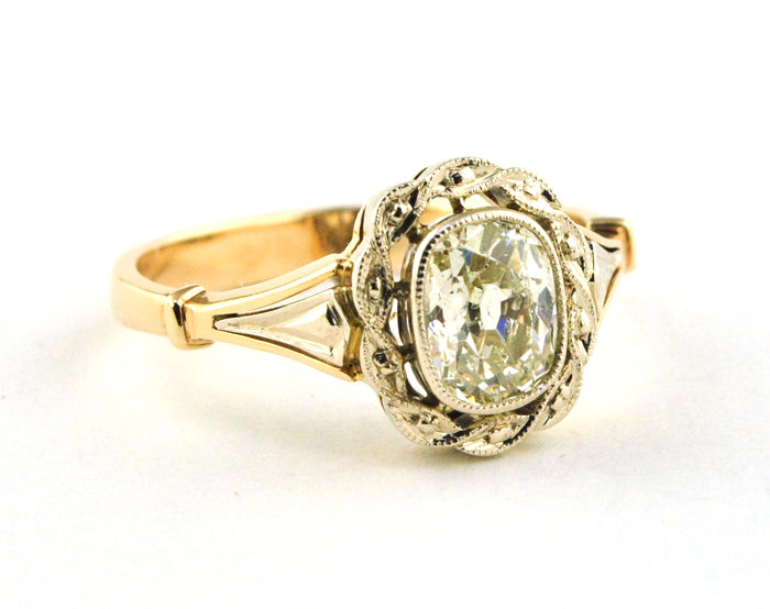 Authentic Antique Diamond Solitaire Engagement Ring with Oval cut Diamond (1.00ct-1.10ct) set on 14k Yellow Gold