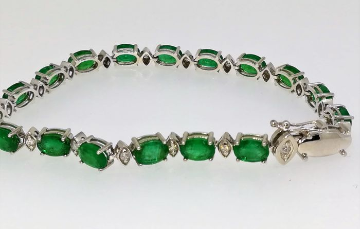 Exclusive white gold bracelet 18 kt 14.35 g emeralds and diamonds 16 ct G VS