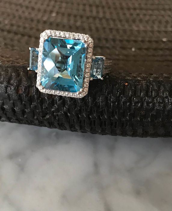 14 kt white gold ring with large topaz - diamond - Size 17.5