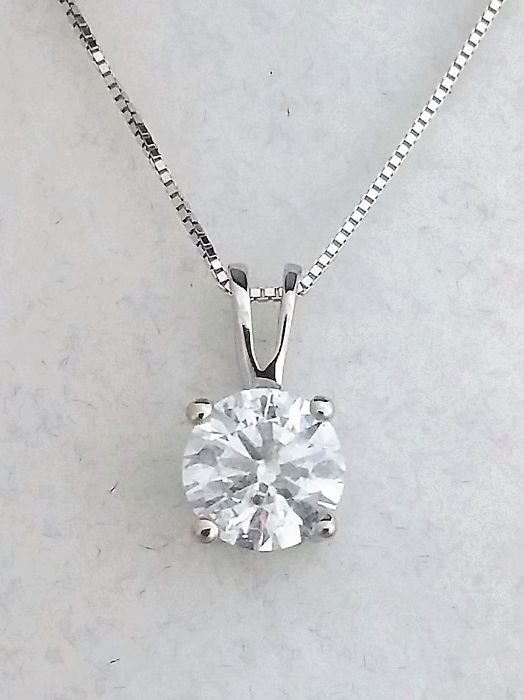 1.03 ct Round Diamond Pendant - H / SI1 - in 14 kt white gold + 14 K White Gold Chain + AIG Certified + Laser Engraved .
