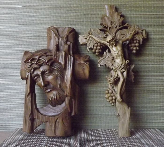 Beautiful Christ figure plus cross from southern Germany