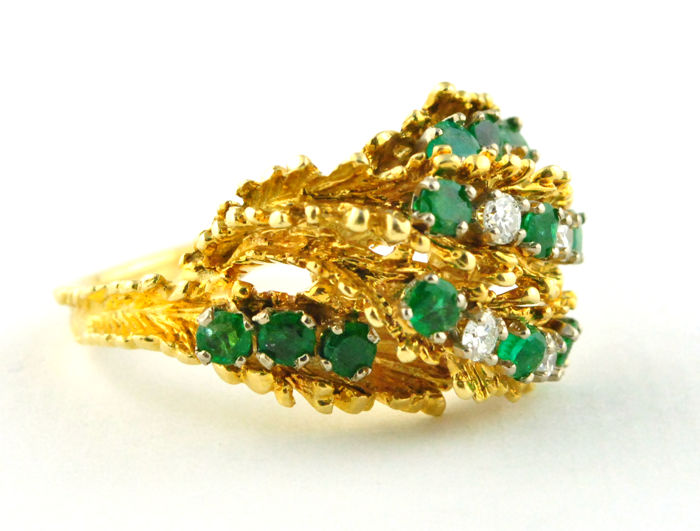 1960's-70's Design Colombian Color Natural Emeralds (tot. +/- 1.00ct) & Diamonds (tot. +/_0.20ct G/VS) set on Handmade 18k Yellow Gold