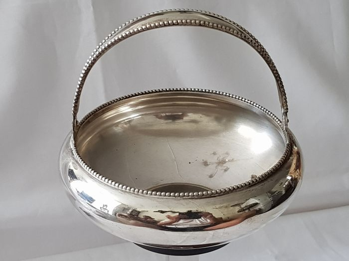 Silver handle dish finished with pearl rim, Van Kempen en Zoon, Voorschoten 1905