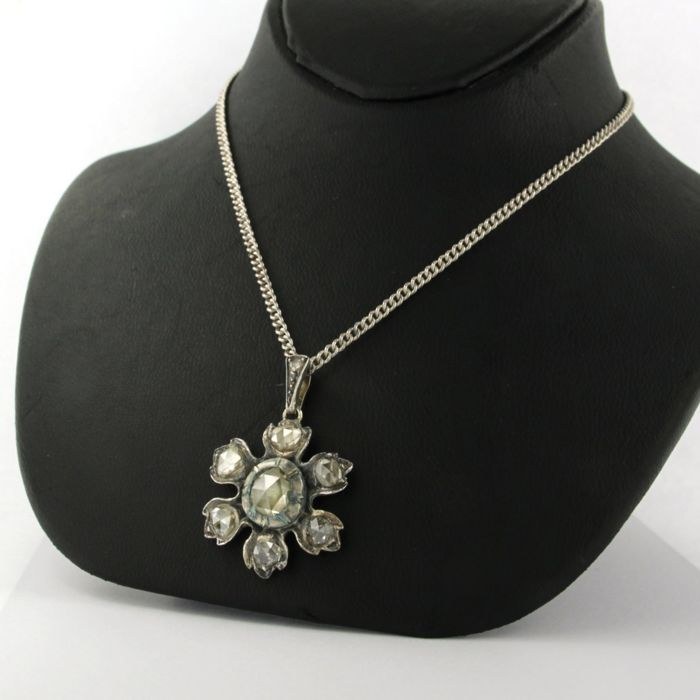 Silver necklace with a pendant set with rose cut diamonds, necklace length 42 cm