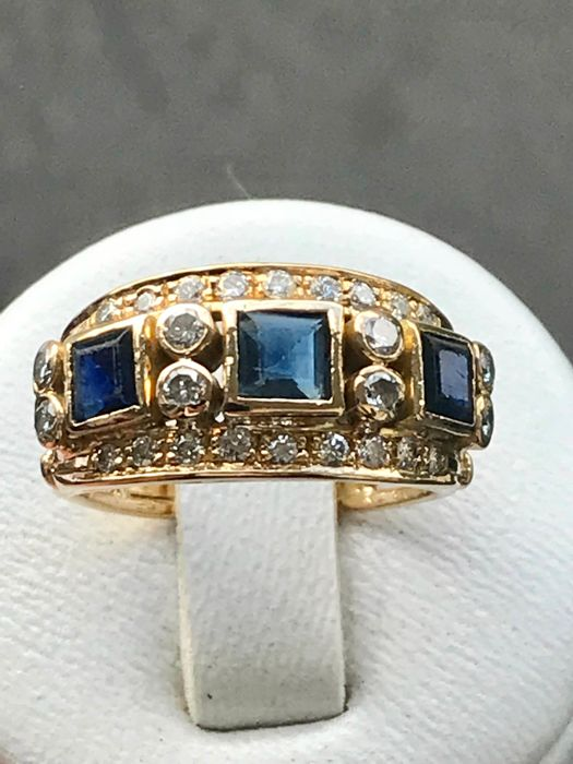18kt yellow gold ring set with 2.06ct of sapphire and diamonds