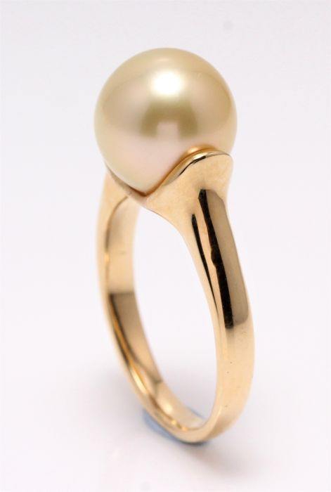 18K Polished Yellow Gold Ring Featuring a Lustrous Golden South Sea Pearl