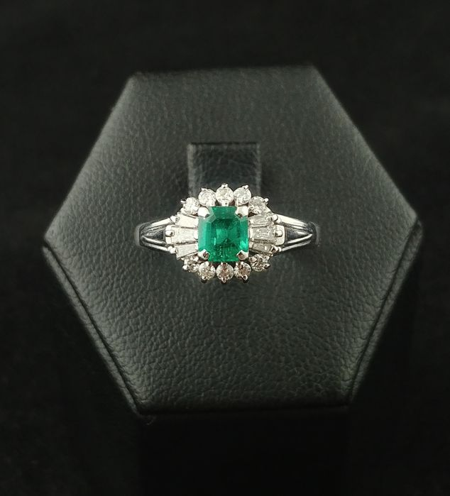 Platinum ring with emerald (0.39 ct) and accent diamonds (0.25 ct)