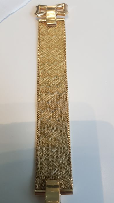 Exclusive Italian bracelet in 18 kt gold, made by goldsmiths from Valenza in the 1950s Length: 22 cm  Weight: 68 g