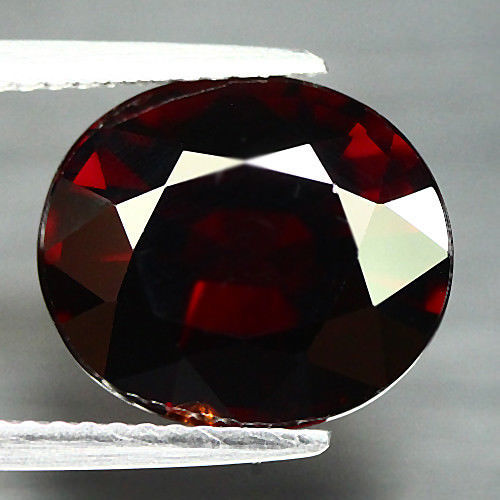 Garnet, Spessartite - 7.21 Carat - Dark Brownish, Red - No Reserve