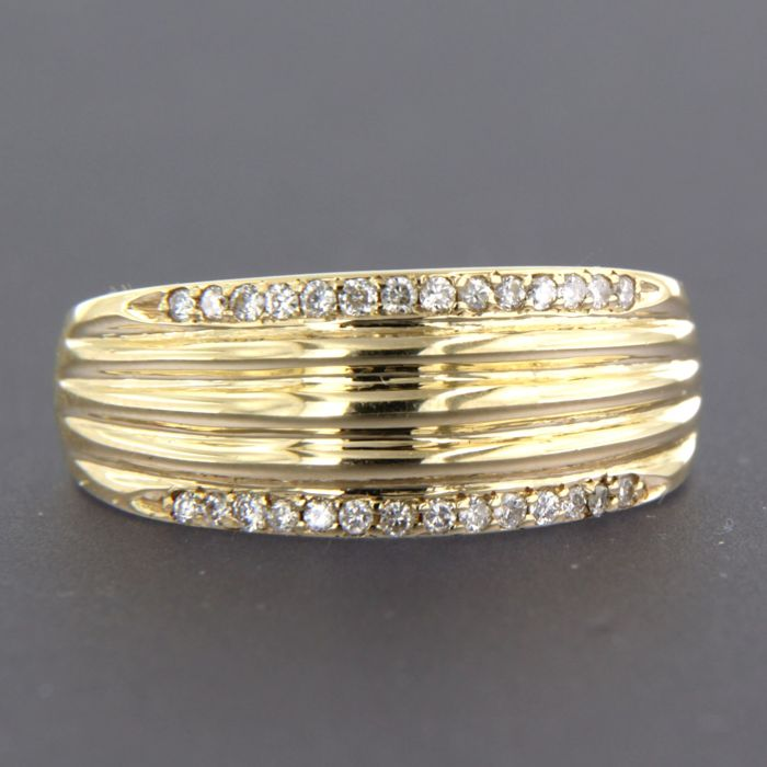 14 kt yellow gold ring set with 28 brilliant cut diamonds of approx. 0.20 ct in total