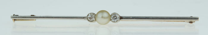 14 karat yellow and white gold Art Deco brooch set with diamonds and pearl