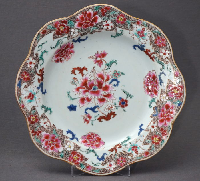 Plate with 'famille rose' blossom decoration - China - approx. 1725 (Yongzheng period)