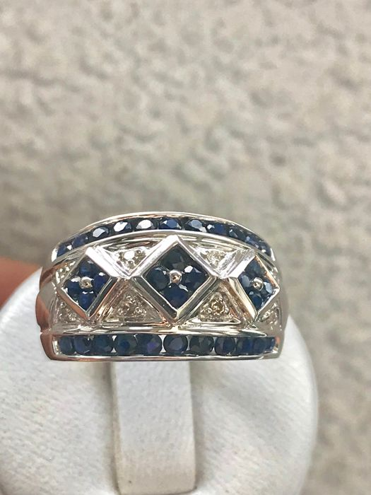 Ring in 14 kt white gold set with diamonds and sapphires - size 54 / 17.20 mm