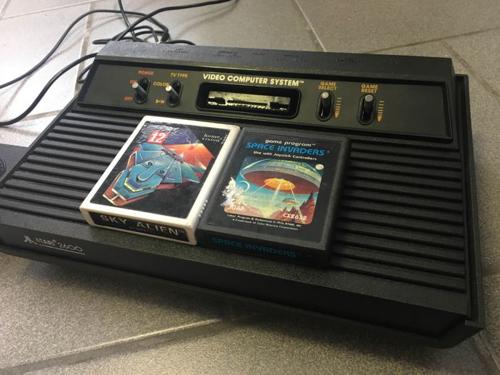 Atari 2600 with 2 games  Space Invaders and Sky Alien