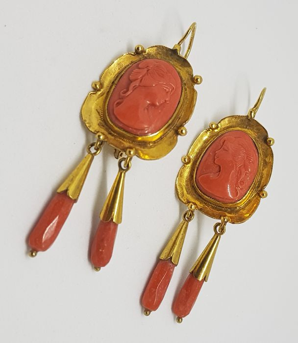 Antique earrings in gold with coral cameos, second half of 19th century
