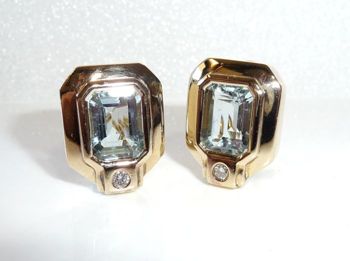 Earrings in 14 kt / 585 gold with 6 ct aquamarines + 2 diamonds - solid 17.8 grams - clip + stud