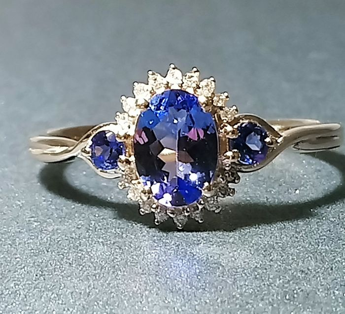 14 kt gold ring with tanzanite and diamonds Tanzanite 0.89 carat and diamonds of 0.16 ct ring size 53