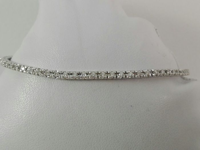 Women's tennis bracelet in 18 kt white gold and natural diamonds 0.98 ct tot- Bracelet length 18 cm.