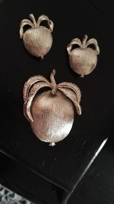 Vintage brooch and earrings set, silver tone, ADAM's DELIGHT collection, signed SARAH COVENTRY, 1961