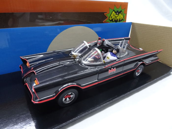 Batmobile with Bendable Figures - Batman Classic TV Serie - Scale 1/24