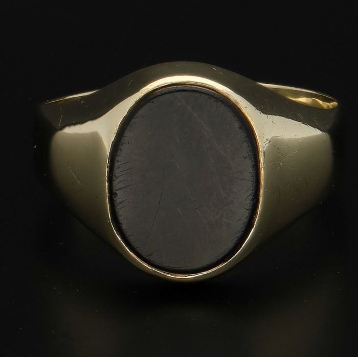 14 kt Yellow gold signet ring with onyx - Ring size 19.5 mm