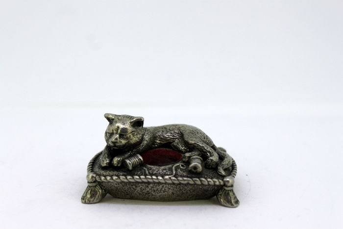 "Vintage Silver plated statue "" Sleeping Cat "", England"
