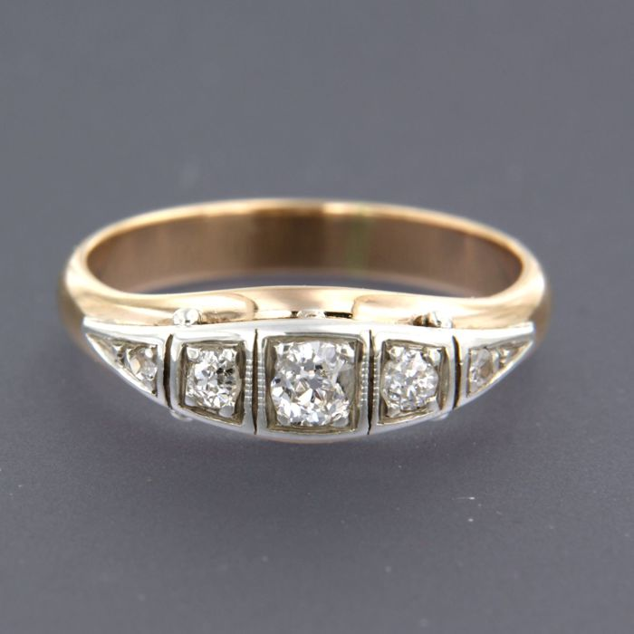 14 kt rose gold with silver ring set with 5 Bolshevik-cut diamonds, approx. 0.30 ct in total