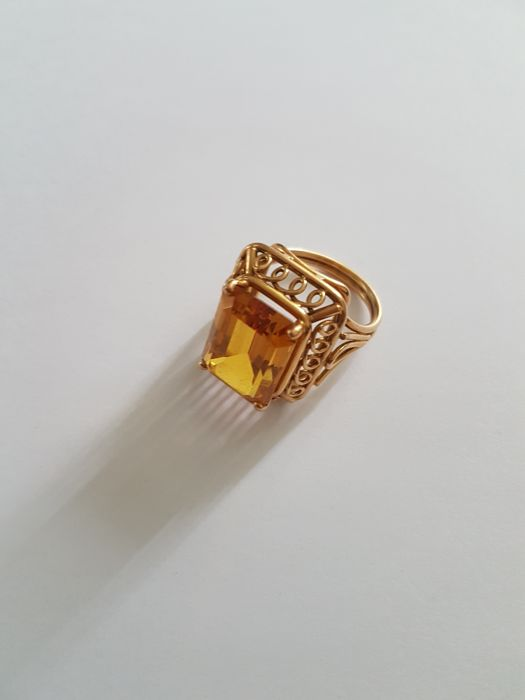 18 kt gold ring with a citrine
