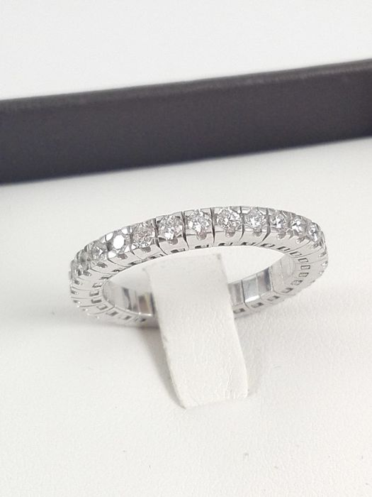Women's spring-edge eternity ring in 18 kt white gold with natural diamonds for a total of 0.75 ct Weight 4.4 g