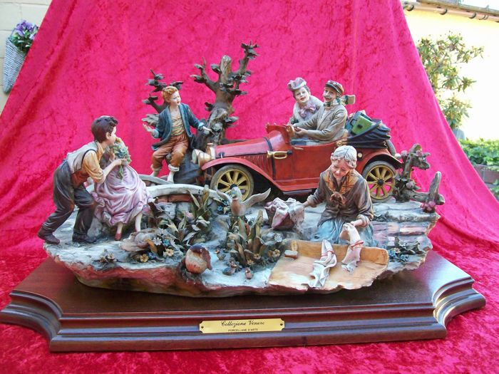 Capodimonte - Large sculpture with a whole scene
