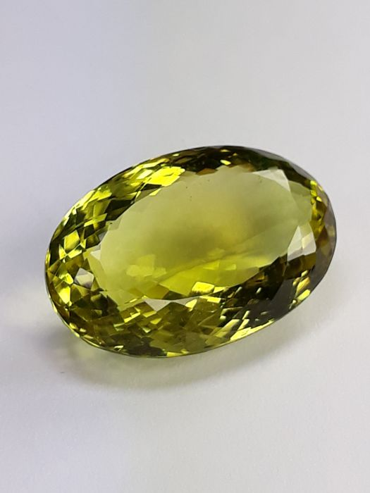 "Citrine ""Lemon Quartz"" - 32.04 ct - Greenish Yellow - No reserve"