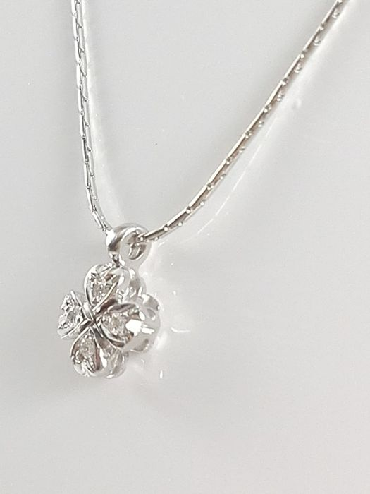 Women's necklace by 'Barbara Gioielli' in 18 kt white gold, with four-leaf clover pendant with natural diamonds totalling 0.04 ct  Weight: 3.3 g