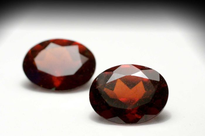 Lot of 2 Hessonite Garnets – Total  3.94 ct (1.85 + 2.09) – No reserve price