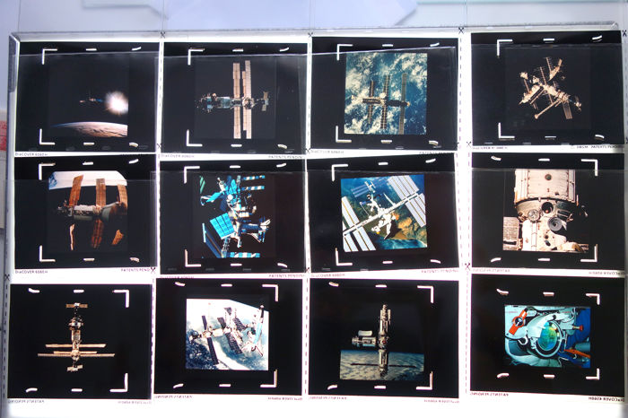 NASA Astronauts visiting MIR Station - Space photography - 25 transparencies