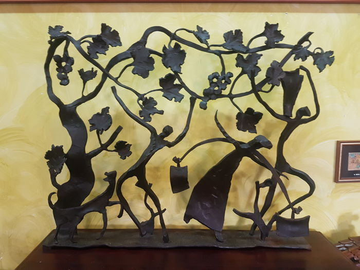 Grape harvest scene in hand-wrought iron Sculpture dating back to the 1970s